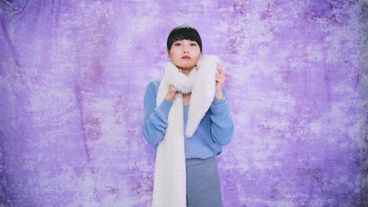 冬のマストアイテム!毛足の長いロングマフラーの巻き方で女子力アップの9番目の画像