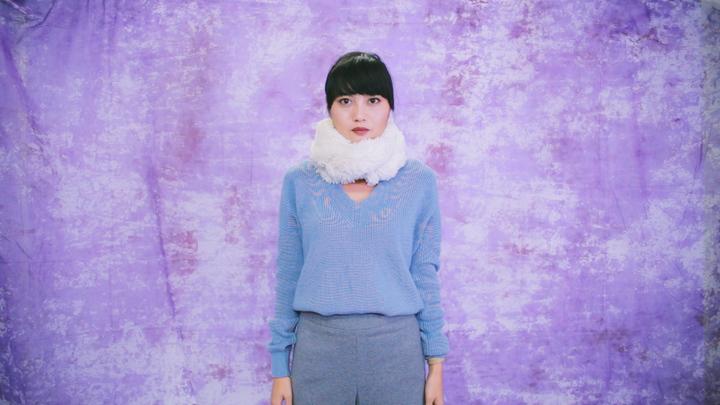 冬のマストアイテム!毛足の長いロングマフラーの巻き方で女子力アップの12番目の画像