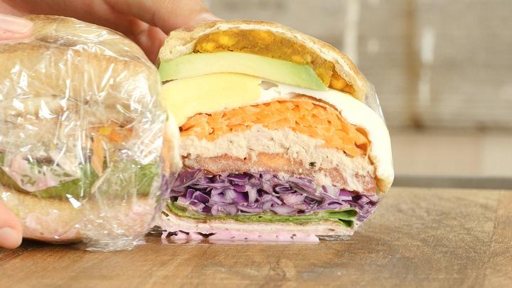 「カラフル野菜サンドイッチ」