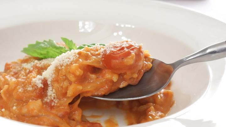 「完熟トマトの濃厚チーズリゾット」