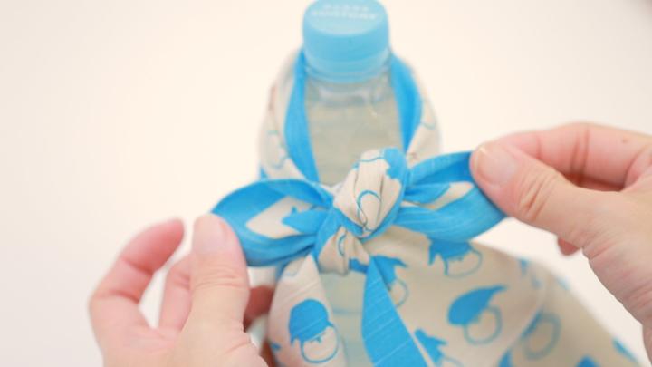 簡單的使用風呂敷!不需要水壺的時尚「寶特瓶包法」♪の3番目の画像