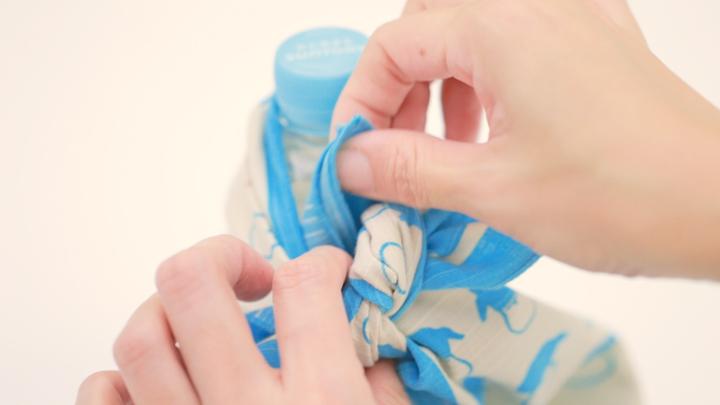 簡單的使用風呂敷!不需要水壺的時尚「寶特瓶包法」♪の4番目の画像