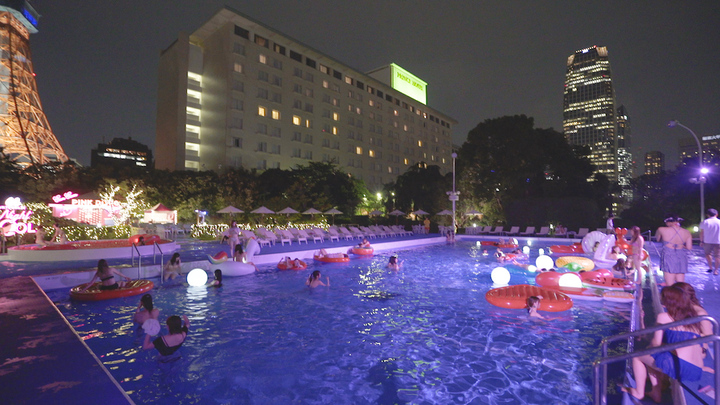 CanCam×Tokyo Prince Hotel Night Poolの様子