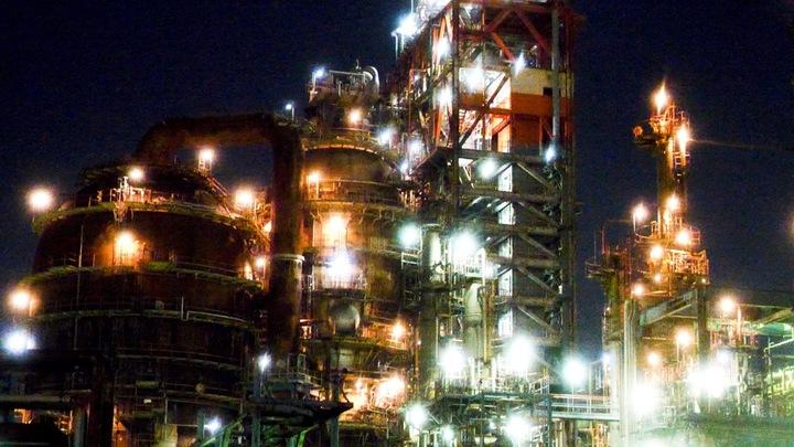 「横浜京浜運河コース」の幻想的な工場夜景