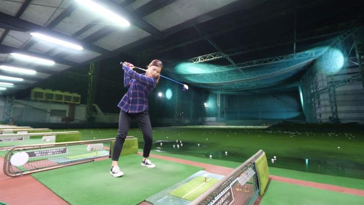 「フタバゴルフガーデン」でゴルフの練習風景