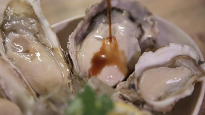 「かき小屋ランドリー」の「生牡蠣3種食べ比べ」