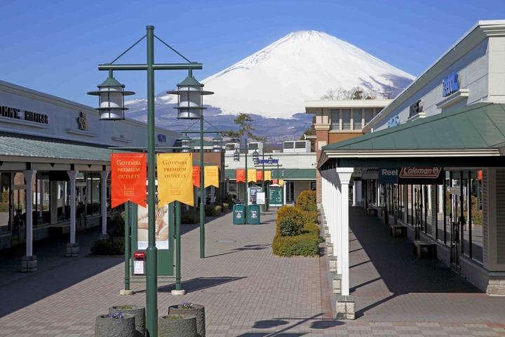 「御殿場プレミアム・アウトレット」と富士山