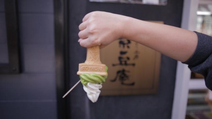 逆さまにした豆乳ソフトクリーム