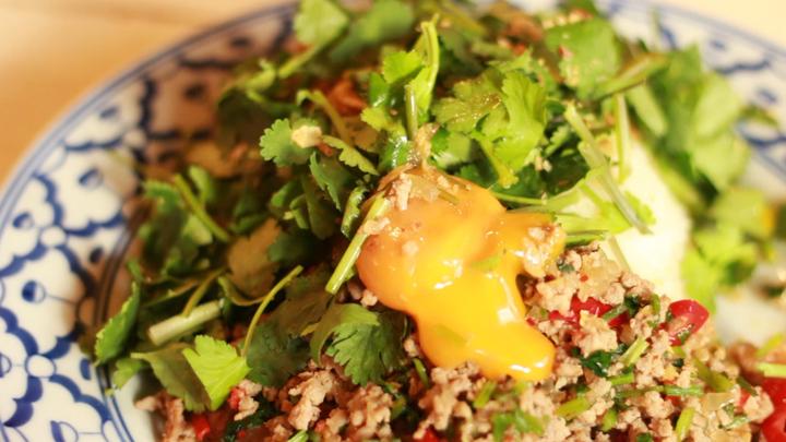 豐富的美味香菜料理!「PHAKCHI BAR GOLDEN BURNING」絕不可錯過的 3 道菜色の1番目の画像