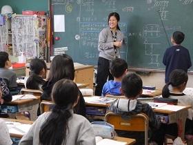 千葉経済大学短期大学部{こども学科 初等教育コースのイメージ