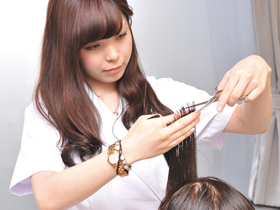東京マックス美容専門学校{通信課程 美容科 10月生のイメージ