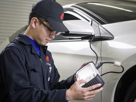 専門学校カレッジオブキャリア 共和校自動車整備科 一級自動車整備士コースのイメージ