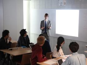 神田外語大学{外国語学部のイメージ