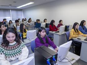 大阪外語専門学校{キャビンアテンダント・エアライン科 グランドスタッフ専攻のイメージ