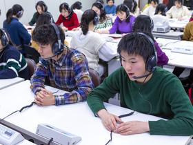 大阪外語専門学校{英語通訳・翻訳科 翻訳基礎専攻のイメージ