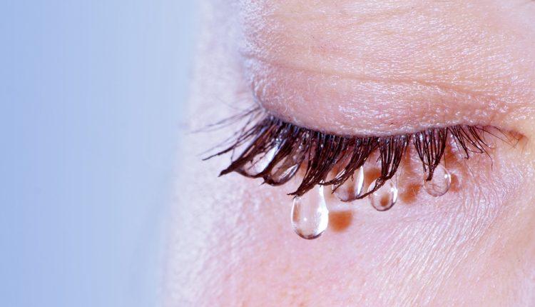 「決意 泣く」の画像検索結果