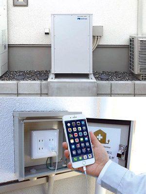 【写真上】IHクッキングヒーターなどの200V機器にも対応できる9.8kWhの蓄電池システム。深夜電力から充電するのではなく太陽光発電システムからの直接充電が可能だ。<br><br>【写真下】屋外に取り付けられた非常用コンセント。非常時には近所で停電している家に電気をシェアすることができる&#8221;/></a></figure>    <p>【写真上】IHクッキングヒーターなどの200V機器にも対応できる9.8kWhの蓄電池システム。深夜電力から充電するのではなく太陽光発電システムからの直接充電が可能だ。</p>    <p>【写真下】屋外に取り付けられた非常用コンセント。非常時には近所で停電している家に電気をシェアすることができる</p>    <p>さて次は「U-Smart2020」の防災住宅としての特徴にフォーカスしてみよう。<br> <br> 「最大規模」といわれる台風がたびたび上陸し、台風21号、24号では数日にわたり停電が続いたエリアもあった2018年。昨今の異常気象の頻発を考えると、停電時に自家発電ができることを条件にしている人もいるのではないだろうか。<br> <br> 従来の一般的な太陽光発電システムの場合、停電時に出力が不安定になったり出力できる電力量に上限があるといった理由で、使える家電が限られてしまったり、一定の場所でしか電源を確保できないといった不便さがあった。<br> <br> それを解消したのが「U-Smart2020」の蓄電システムだという。停電を感知すると自動的に自家発電に切り替わる。<br> <br> 「この蓄電池は、日中に蓄えられる電気が最大9.8kWhと大容量で、停電時、家全体の電力をバックアップすることができます。200V機器にも対応しているのでエアコンやIHクッキングヒーターなど消費電力の大きい機器を使うこともが可能で、災害時に冷暖房も使えて料理や入浴もできます。不安な時に普段通りの生活が送れることは大きな安心感につながりますよね。<br> <br> 4人家族だと、だいたい日中の電気消費が5kWh、夜が8kWhくらい。家全体の電気が使えるとはいえ非常時は家族でひとつの部屋に集まっていることや、普段より節電することを想定すると、2日間くらいは蓄電池に蓄えた電気でしのげると思います」<br> <br> さらにEES(エマージェンシー・エネルギー・シェルター)住宅としての機能も備えている。施主の任意にはなるが、屋外に非常用コンセントを設置し、地震、台風などの非常時に近所で停電している家庭に蓄電している電気を分け与えることができる「地域助け合い住宅」である。全国的にもEES住宅の普及に力を入れるハウスメーカーは増えている。</p>    <h3>微小な揺れから吸収し始める高性能制震ダンパーで地震に備える</h3>    <p>防災といってもうひとつ浮かぶのが地震に対する備えだ。<br> <br> 同社が取り入れた、制震ダンパーに注目したい。<br> 世界有数の自動車メーカーが採用するビルシュタイン社製の制震ダンパー「evoltz(エヴォルツ)」を使用。従来の制震ダンパーが30mmの揺れから効き始めるのに対して、こちらは3mmの揺れから吸収してくれるという。<br> <br> 「3.11の地震では大きな揺れが数回、震度5クラスの余震が数十回、震度4で数百回、震度3以下の揺れは2,000回も起きたと知って、今までの通常の制震ダンパーでは家を守ることは難しいと感じました。<br> 15mmの揺れで下地の耐力が下がり始めます。25mmの揺れでは外壁の構造用合板がダメージを受け始め、家の強度が落ちていきます。30mmの揺れが起きた場合、筋交いを破損する危険性が出てきます。<br> 地震の衝撃をいち早く察知し、建物の損傷が始まる前に揺れを吸収し始めてくれる制震ダンパーはないかと探し回ってたどり着いたのがビルシュタイン製のevoltz(エヴォルツ)です」<br> <br> 家の構造計算をして必要な個所に設置。山口さんによると35坪くらいの家で約6本の制震ダンパーが設置されるという。<br> 30年以内に70~80%の確率で起きるといわれている「南海トラフ巨大地震」。その前に北海道胆振東部地震や大阪北部地震などが起き、今後どこで起こってもおかしくはない。建てた後では付け足すことができないものだけに、しっかり考えてみたいところだ。</p>    <figure class=