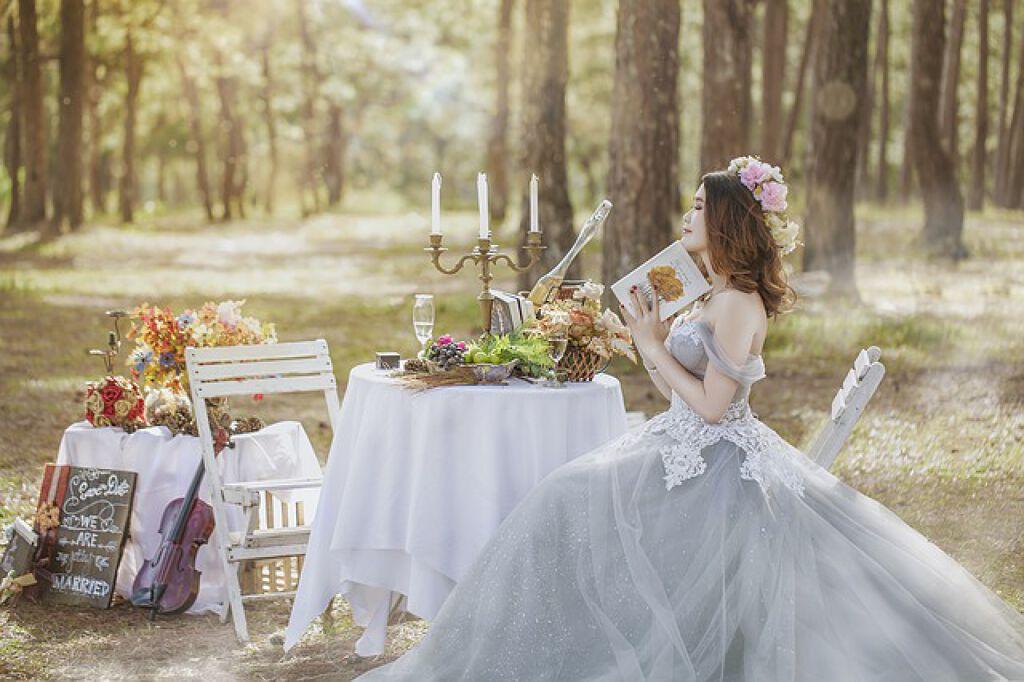 【パーティーメイクまとめ】結婚式におすすめ!華やか&崩れにくいパーティーメイクをご紹介の画像