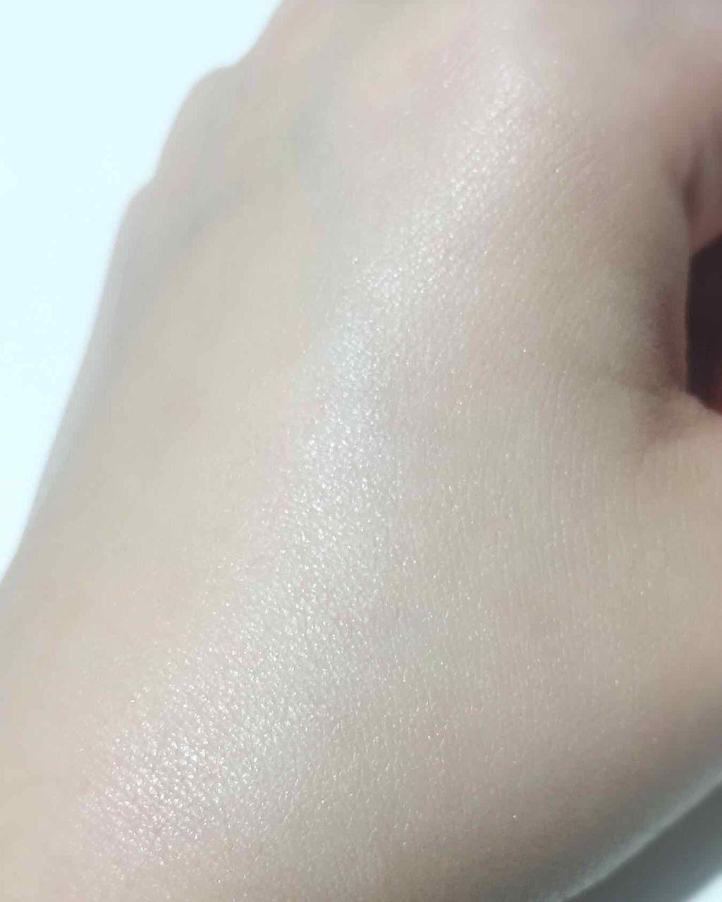 「うるんとナチュラルツヤ肌に|ツヤ肌の作り方&ツヤ系発光下地のおすすめ10選を紹介!」の画像(#120044)