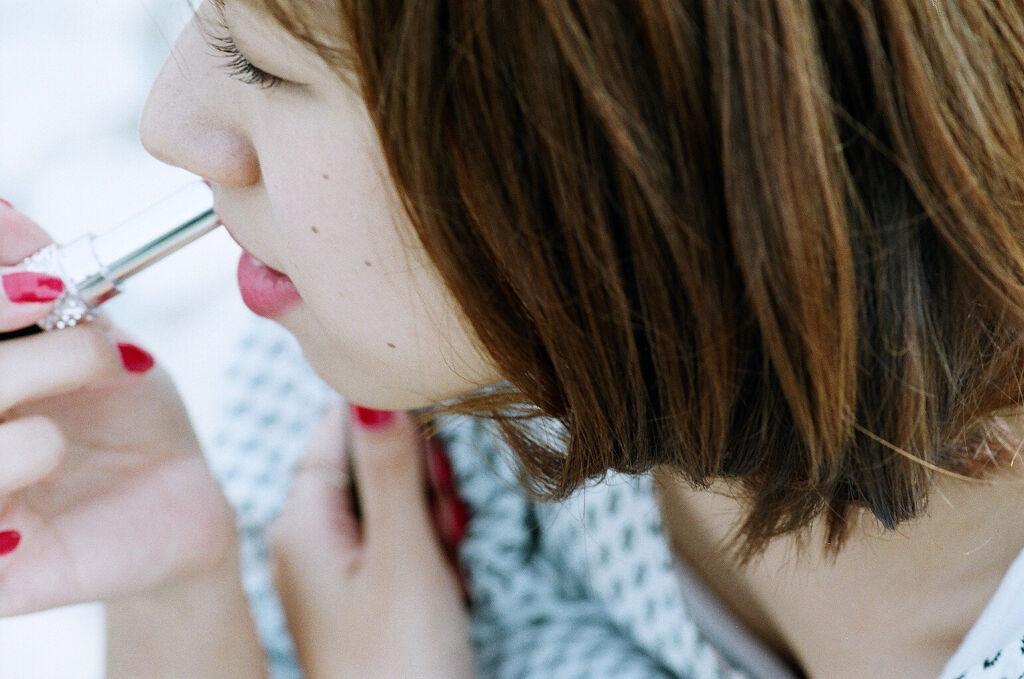 おしゃれな人は知っている。イエベ春に似合う色|おすすめコスメ・アイシャドウ~髪色・ファッションの画像