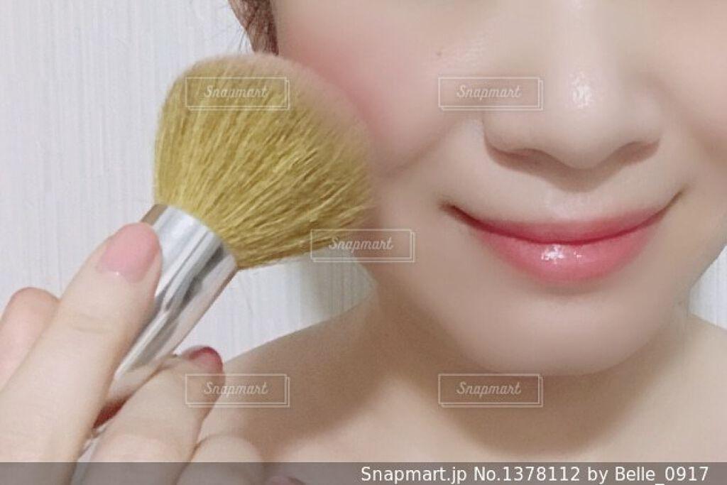 「ジュワッと可愛いクリームチークの塗り方!面長・丸顔・ブラシ・スポンジ|おすすめ人気アイテム紹介」の画像(#131652)