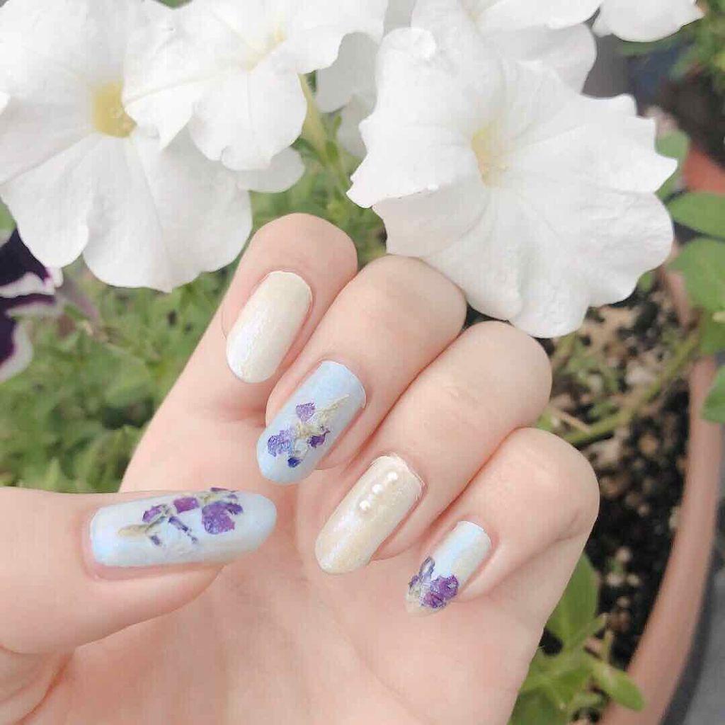「春は指先からやってくる。ゆるふわお花ネイルで季節を先取り♡」の画像(#136992)