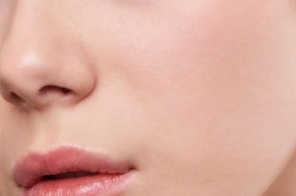 椿油の《11通りの使い方》を解説!髪、顔、全身に使えるマルチなおすすめ椿油3選の画像