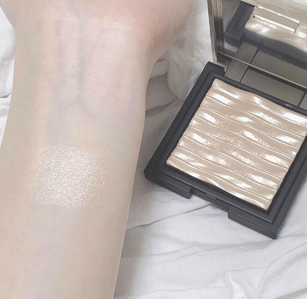 「まるで鏡のようなツヤ!美しすぎるハイライトで明るいうるんと肌になっちゃおう♡」の画像(#75424)