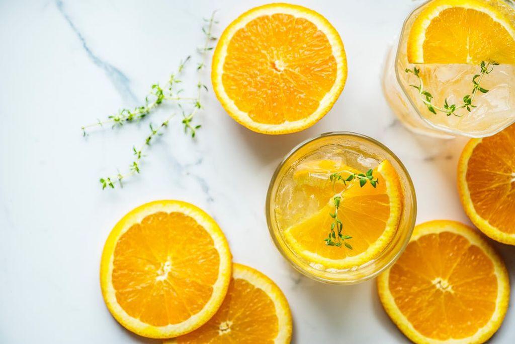 透明感と血色感、どっちかなんて選べない!欲張りなあなたに試してほしいオレンジコスメの画像