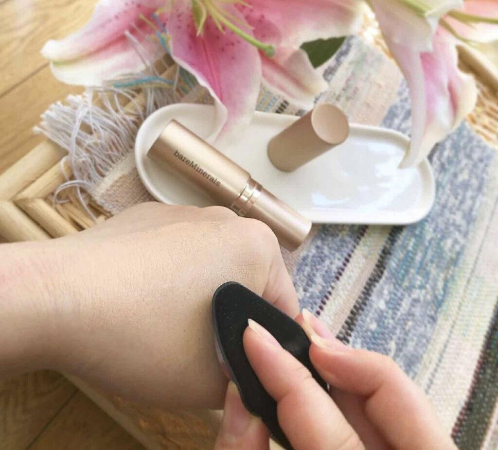 「つるんとした肌でお悩みも自然にカバー!美しいツヤ肌が作れるおすすめファンデーション5選」の画像(#94503)