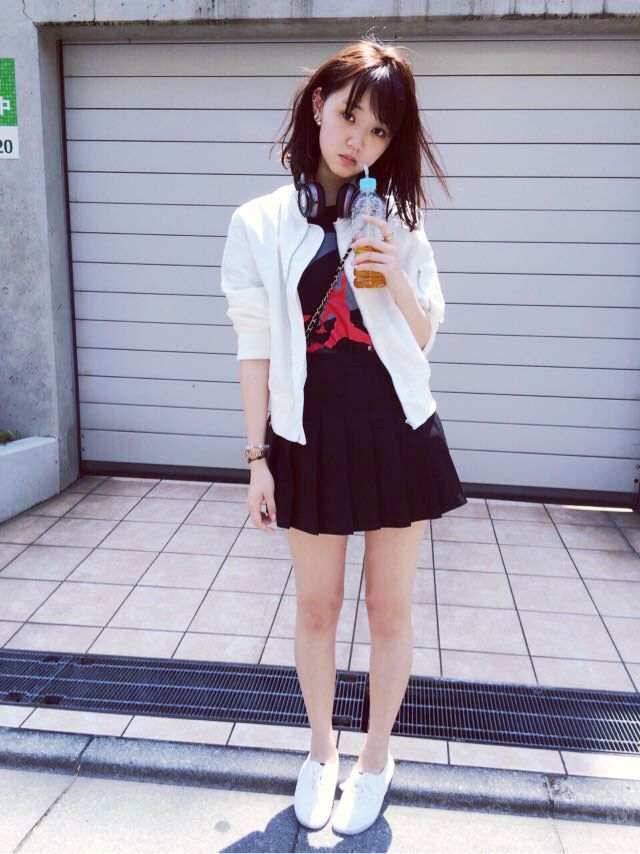 江野沢愛美さんのショートパンツ姿