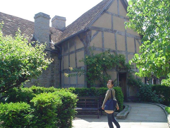 結婚後に再度旅行で訪れた「シェイクスピアの生家」