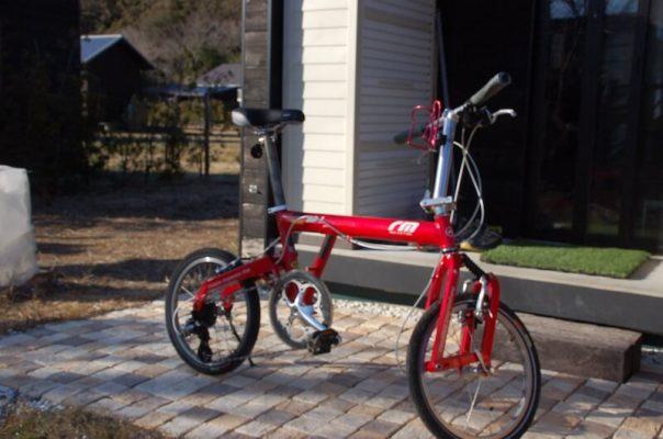走行性の高い折り畳み自転車は小屋ライフのよき相棒