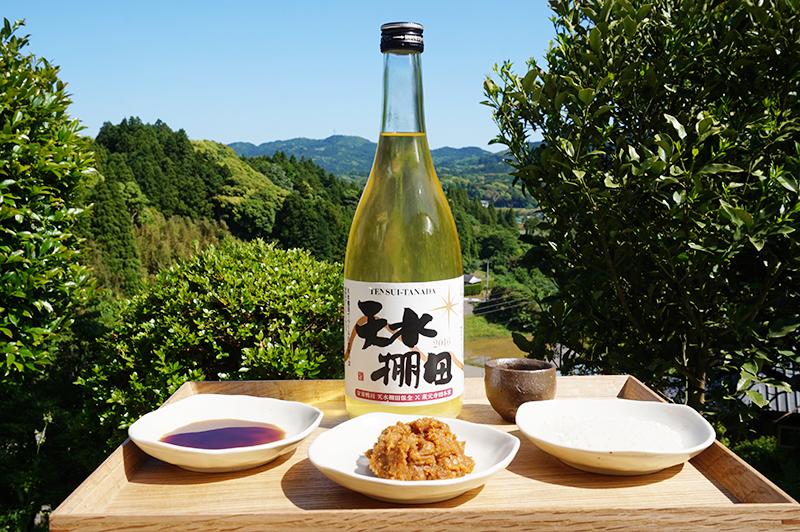 里山トラストから生まれた自然酒、醤油、味噌、お米。どれも日本の食文化の基本でありながら、手づくりの逸品。