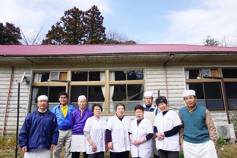 もみの郷会所運営委員会のメンバーは会所地区の住民10名