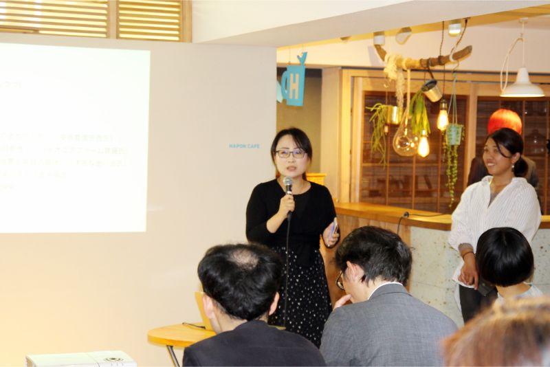 これからの地域メディアのあり方を解説する清水さん(中央)と岡氏さん(右)