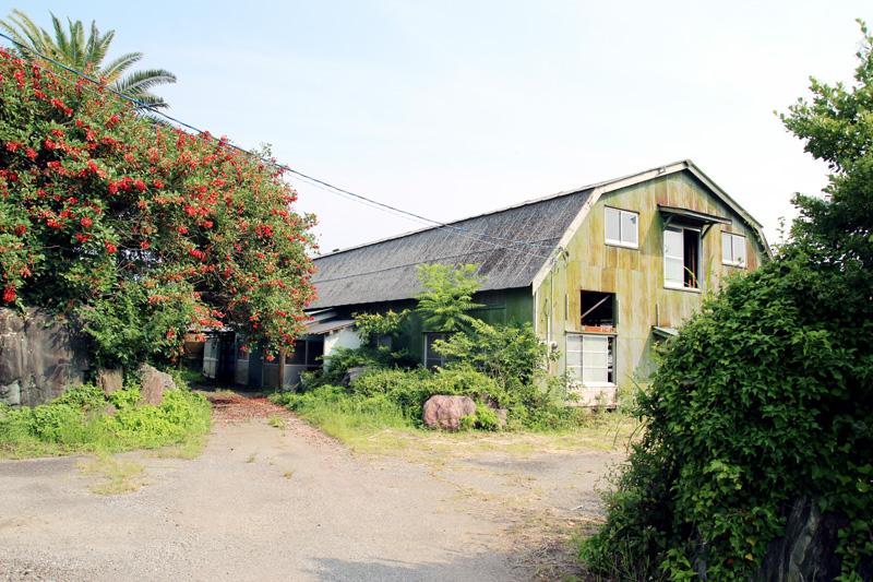 乳児用粉ミルクを日本で初めて開発した和光堂が、生産拠点としていた南海工場に原料を供給するためにつくられた牧場内の牛舎跡