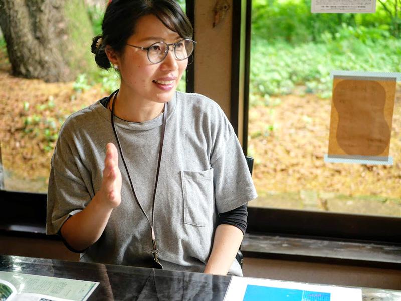 今回のイベントの主催者であり、今井アートギャラリー館長補佐である秋野わかなさん