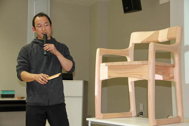 最優秀賞を受賞した作品のコンセプトを説明する鳥倉氏
