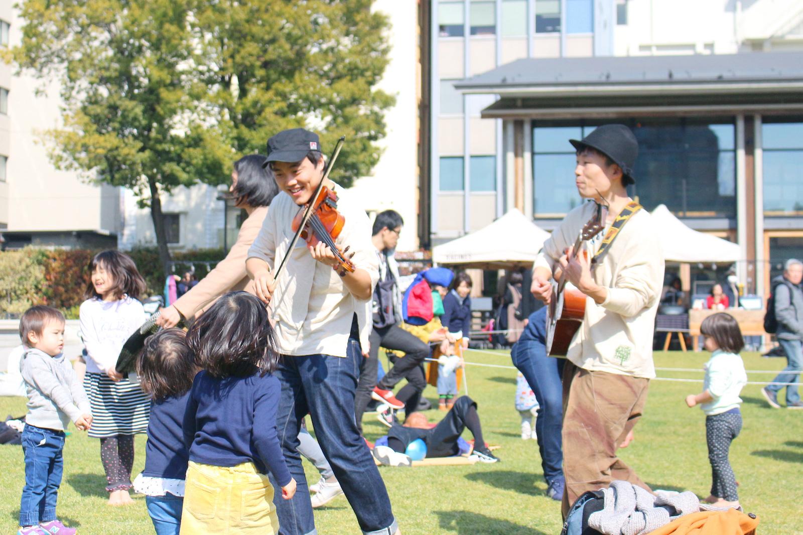 音楽の生演奏など、訪れた人と一緒に楽しめるコンテンツもある。
