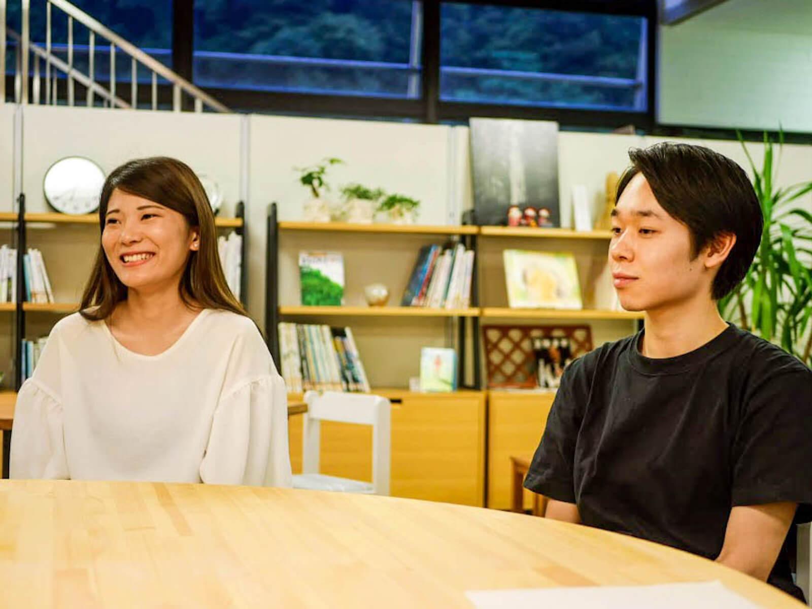 長期学外学修プログラムで地域と関わるようになった遠藤さん(左)と五十嵐さん(右)