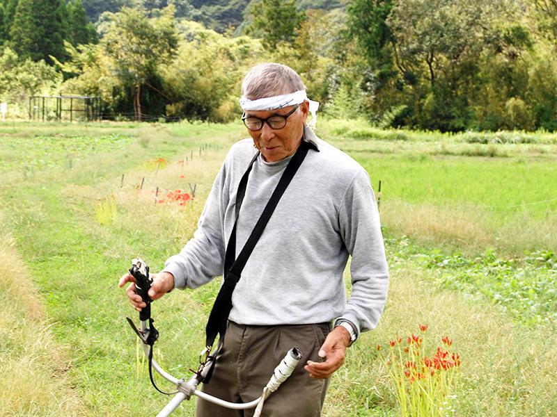 里山連合の総長、松本靖彦さん。毎日沿線のどこかで汗を流しています。