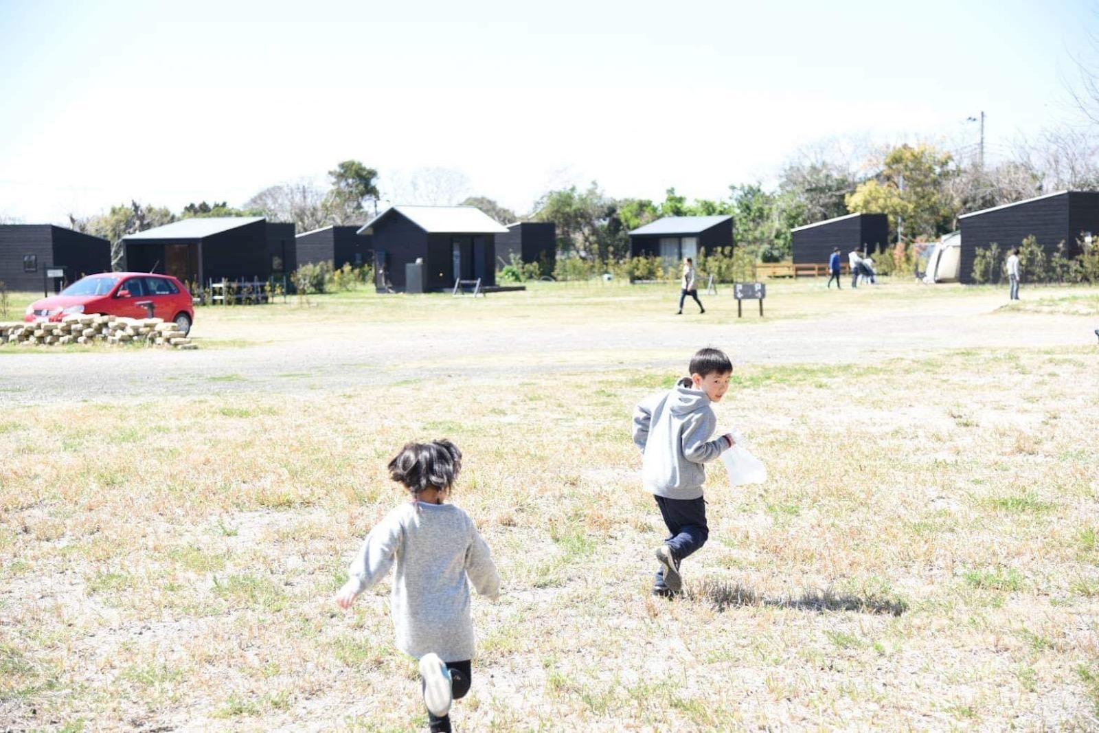 3000坪のシラハマ校舎に友人の子どもたちも大喜び