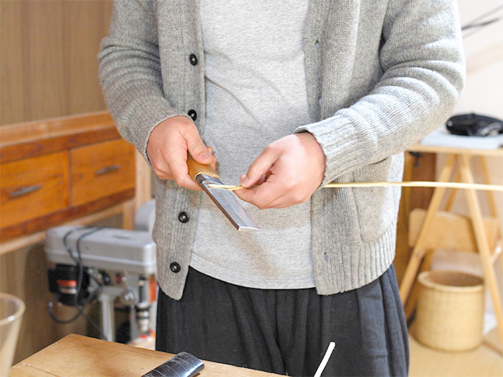竹鉈を使う東さん