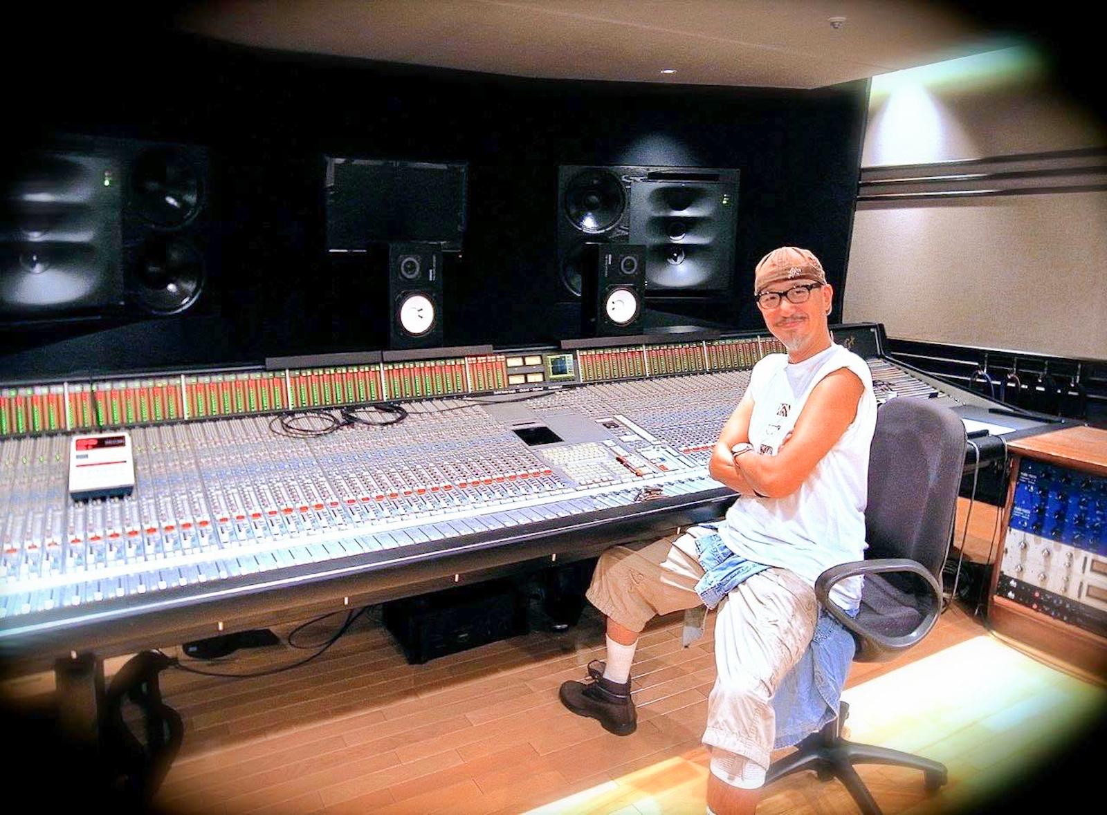 都内のレコーディングスタジオにて。仕事は日付を跨ぐことも