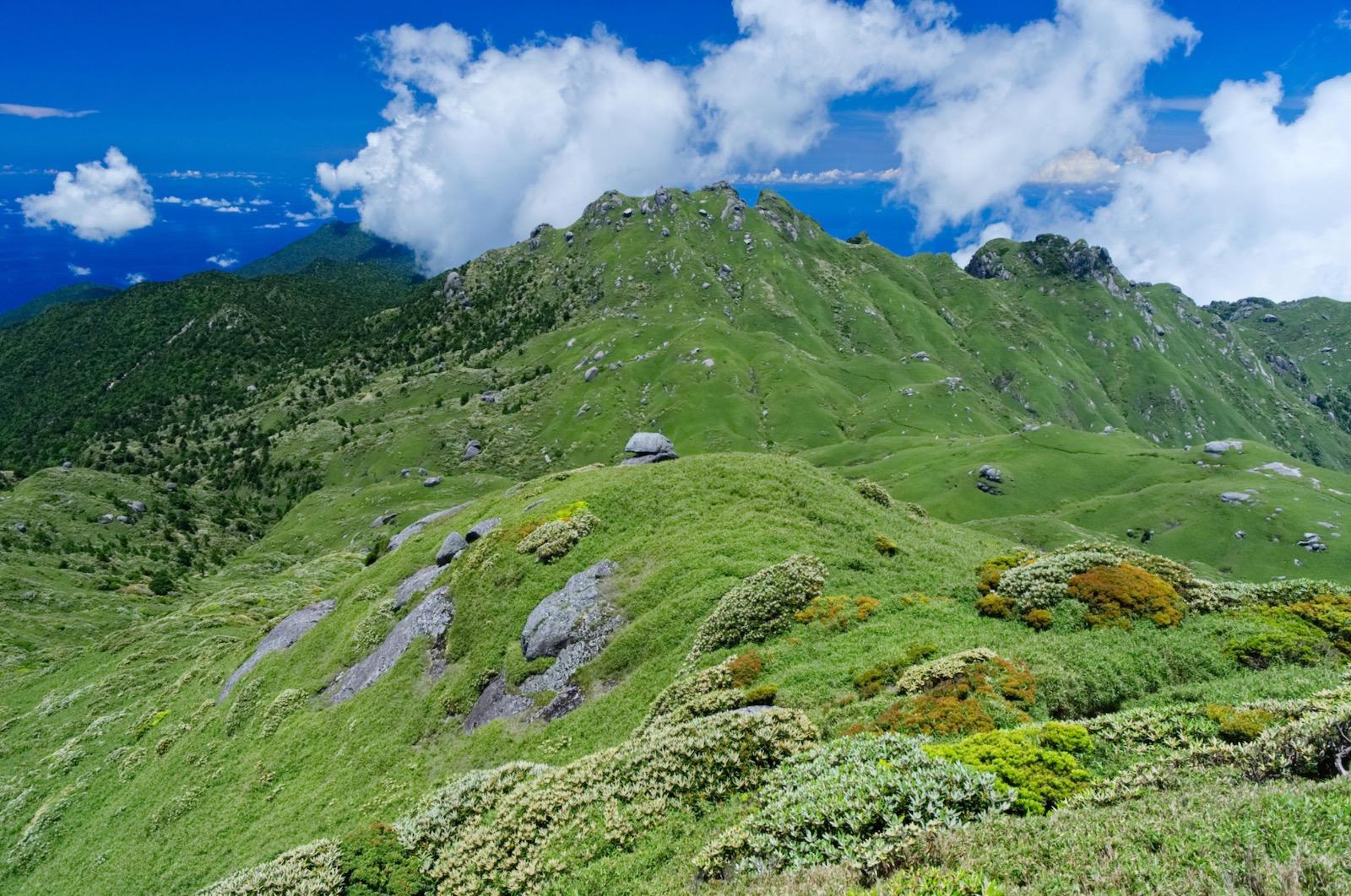九州最高峰の宮之浦岳山頂からの風景。