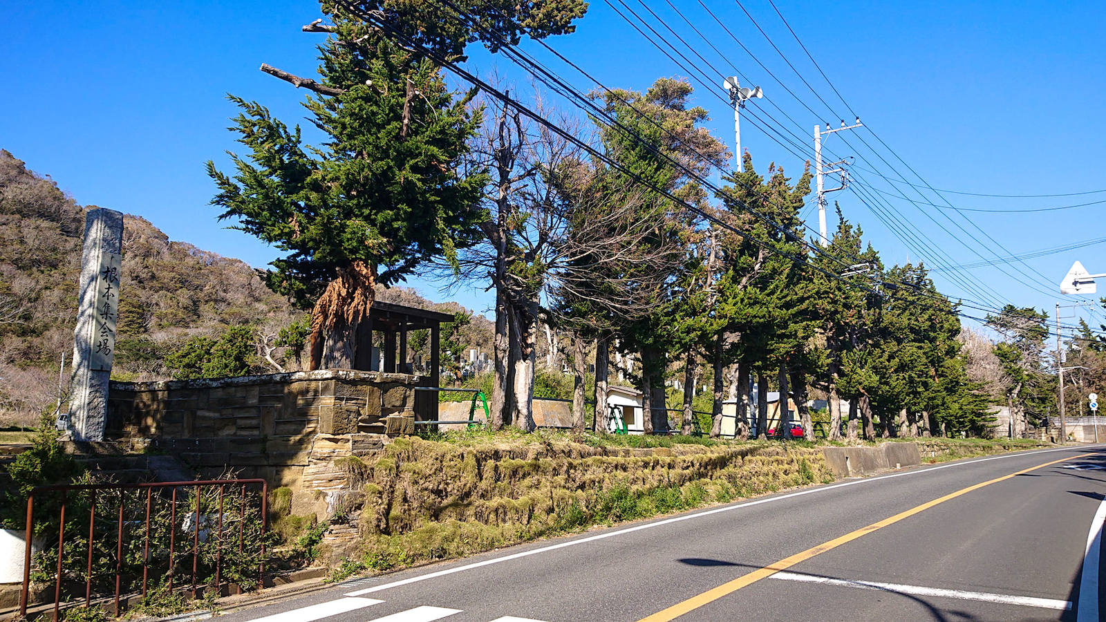 根本小学校跡地。子供たちが正門をくぐる様子が目に浮かびます