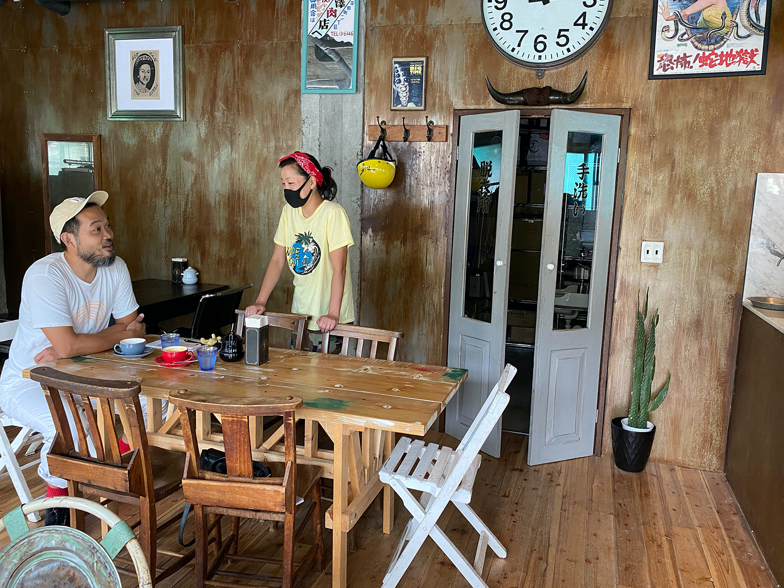 カフェ「dark arts coffee Japan」のマヤさんは、父母会だけでなく今や仕事仲間。
