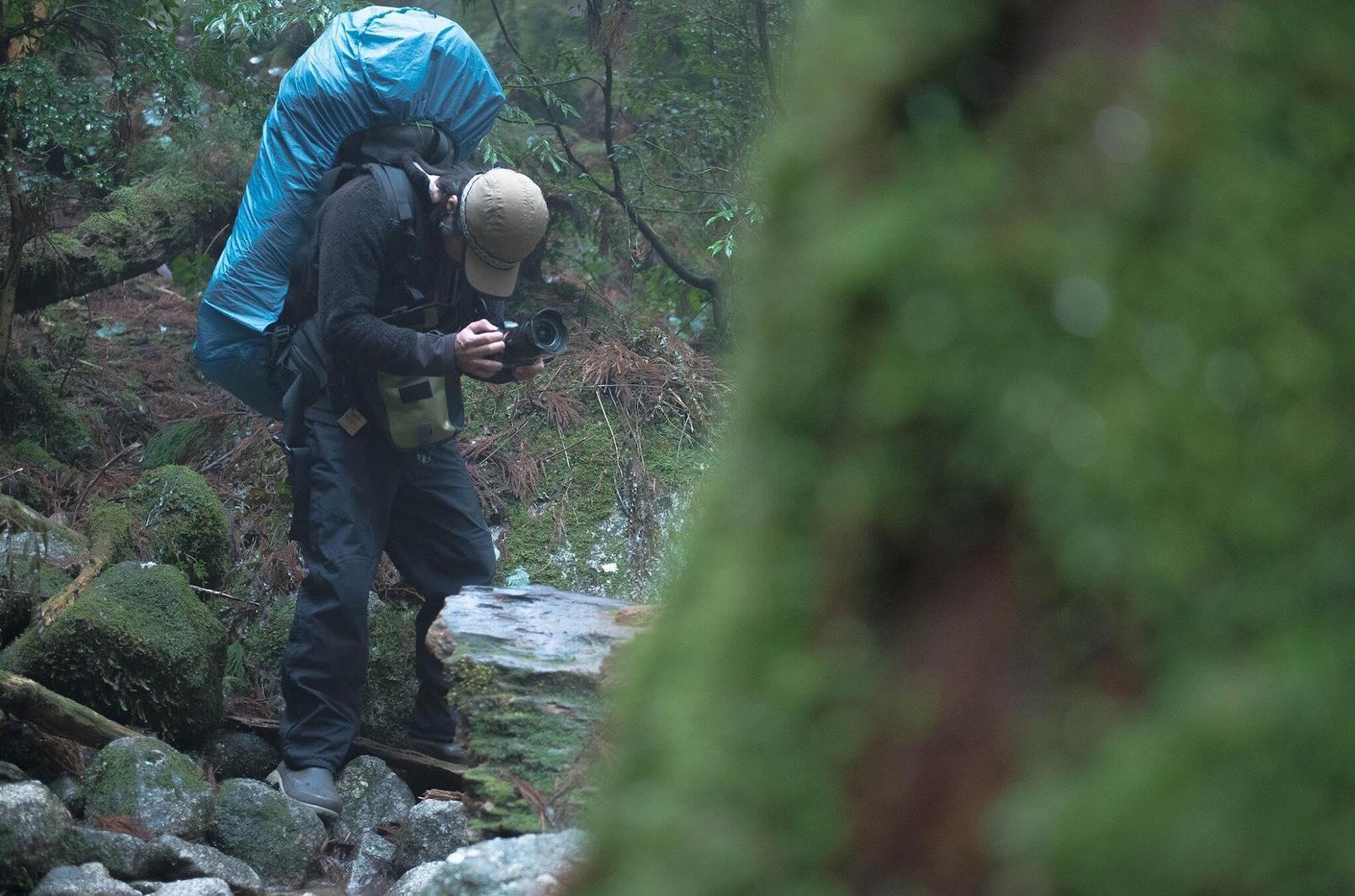 普段の撮影風景。何日も山にこもることもあります。