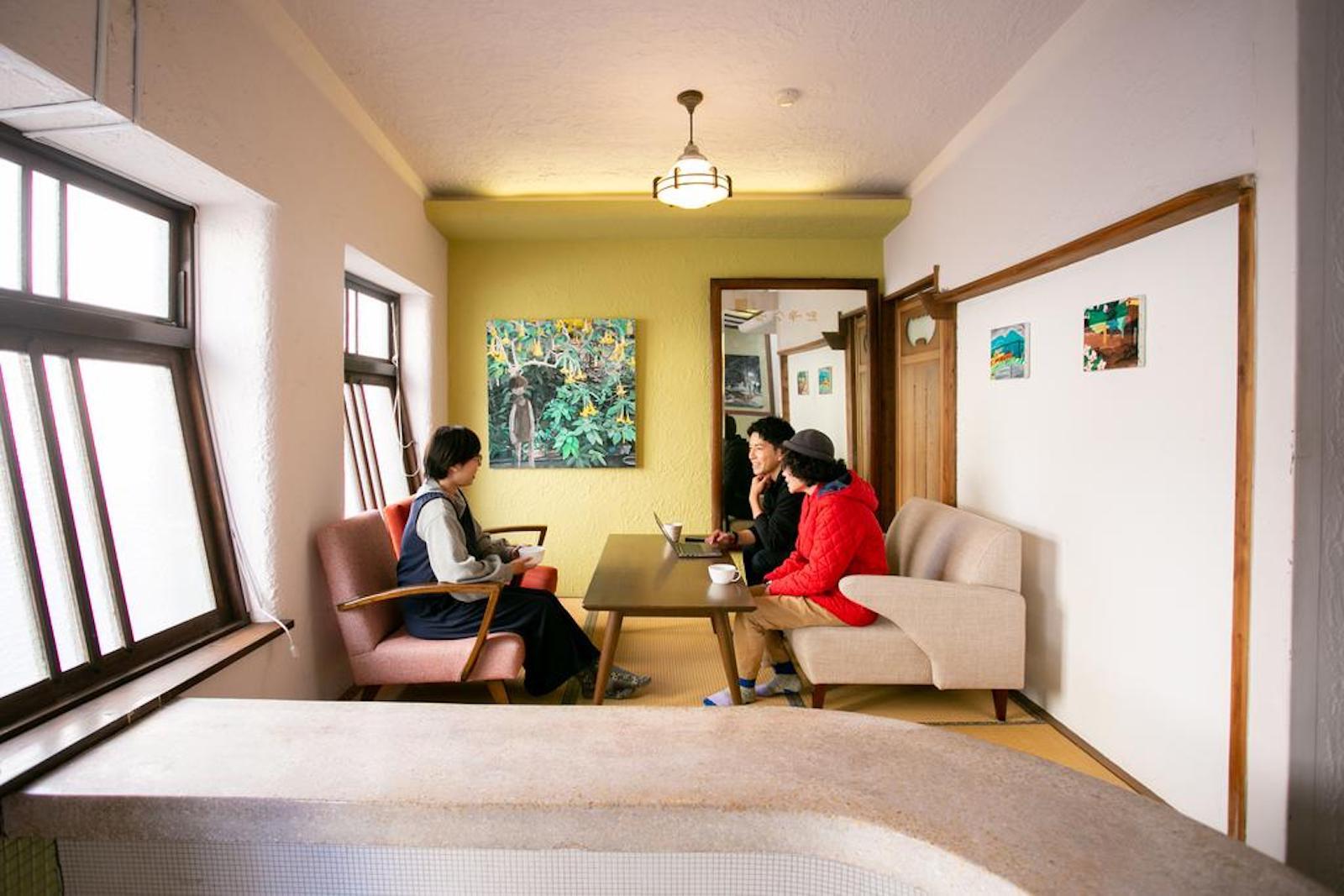 ゲストハウスでは様々な打ち合わせも行われます